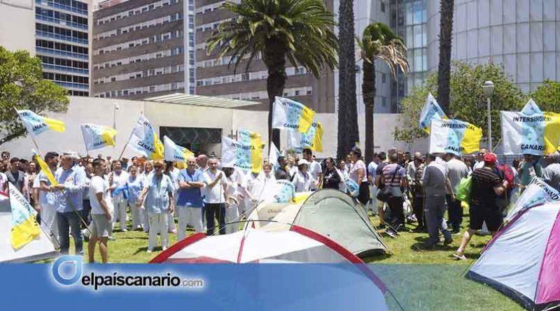 Los trabajadores del HUC pararán este miércoles durante dos horas como protesta por el desmantelamiento de las listas de contratación