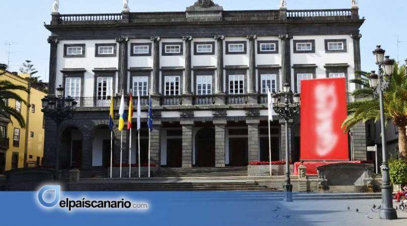 El Ayuntamiento de Las Palmas conmemora el 8 de Marzo con Coca Cola, la chispa de la muerte