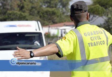 El Cabildo y la Guardia Civil vuelven a meter a la guagua verde y al taxi en el atasco del control de alcoholemia en laTF-5