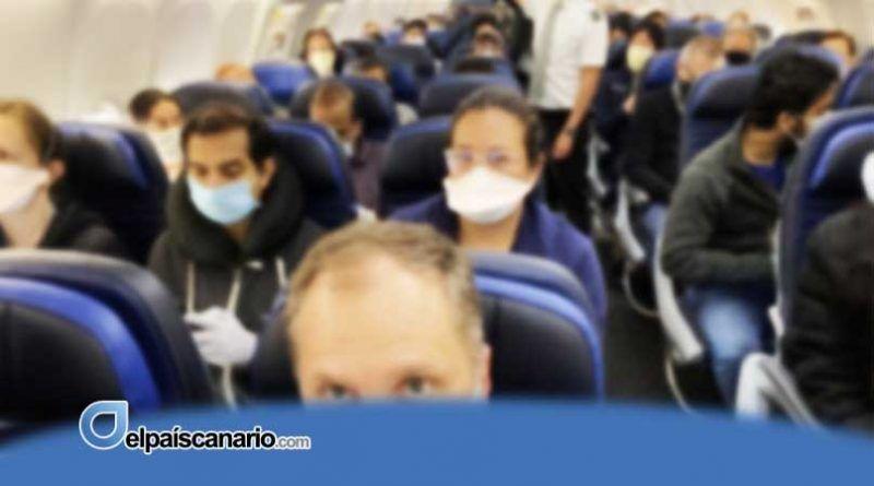 """""""La mayoría de la gente se quitó las mascarillas y empezó a caminar y a hablar por todo el avión"""""""