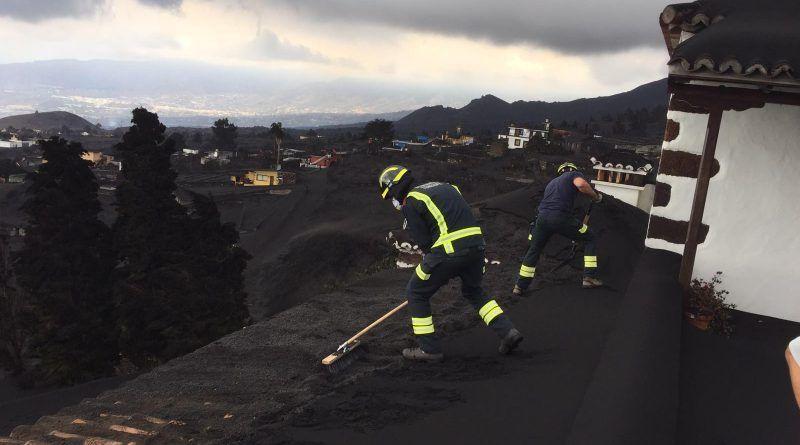 Tenerife mantiene la asistencia a La Palma con más de 100 personas, medios técnicos y materiales